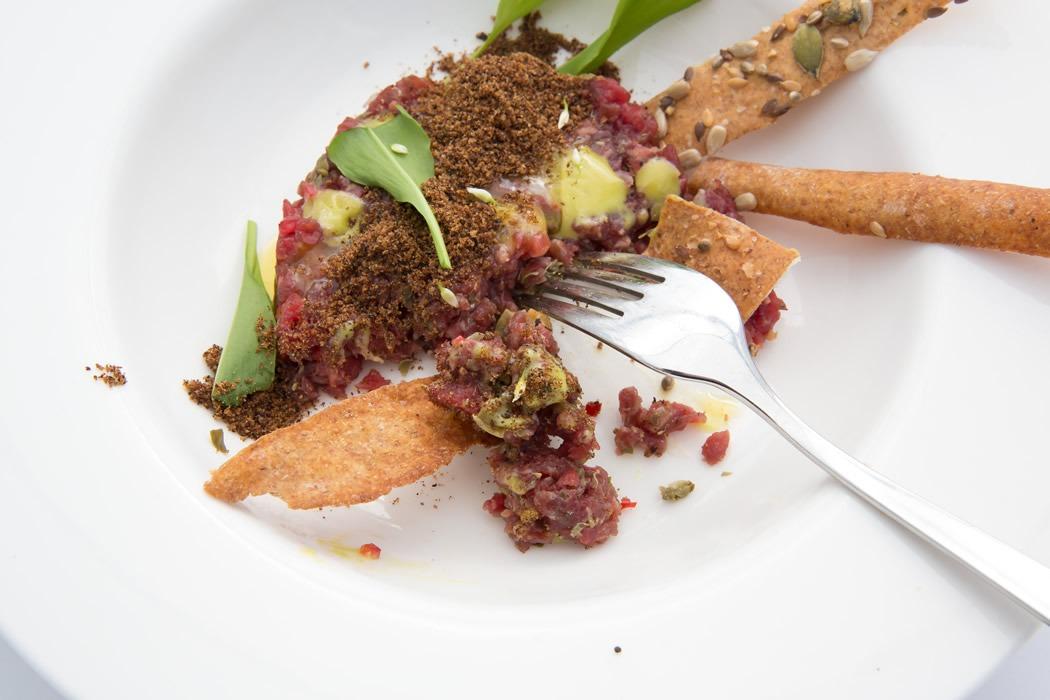 parim-soogikoht-parnus-kohvik-restoran-hea-maa-Veise-tartar-leivakrops-karulaugumajonees-15