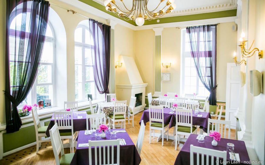 Hea Maa kohvik-restoran Pärnus interjöör. White Guide