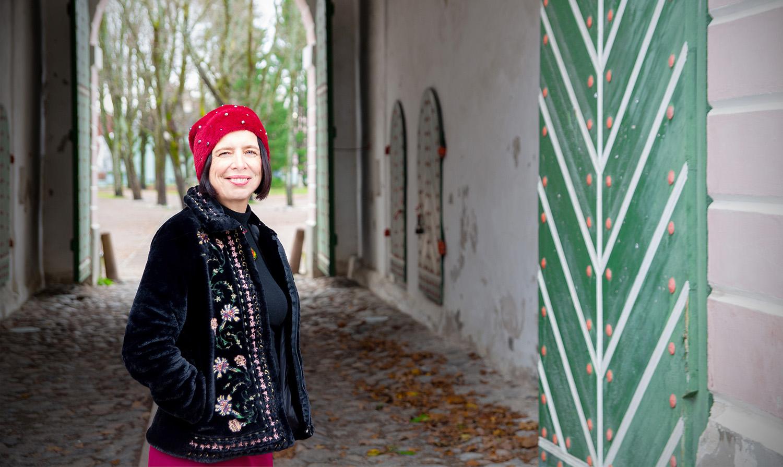 Ann Eichhorst – Pärnu linna giid Tallinna väravate juures. Mida teha lastega Pärnus?